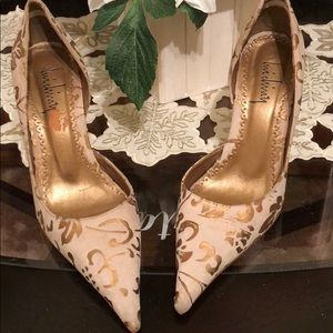 Beautiful Gold and cream colored heels!!!